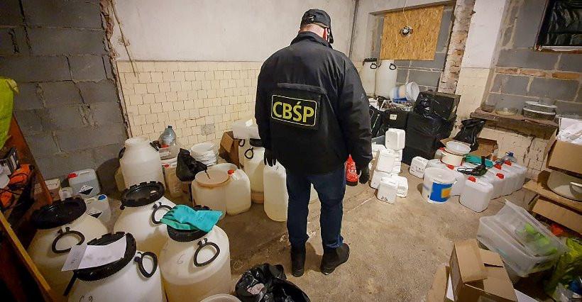 Produkcja metamfetaminy. Rzeszowska policja aresztowała dwóch Wietnamczyków