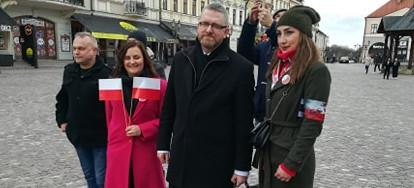 """RZESZÓW: """"Branża weselna"""" mówi dość! Braun wspiera protestujących (VIDEO)"""