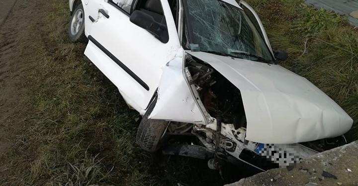 ODRZECHOWA: Groźny wypadek! Osobówką uderzył w przepust. Interweniuje LPR! (ZDJĘCIA)