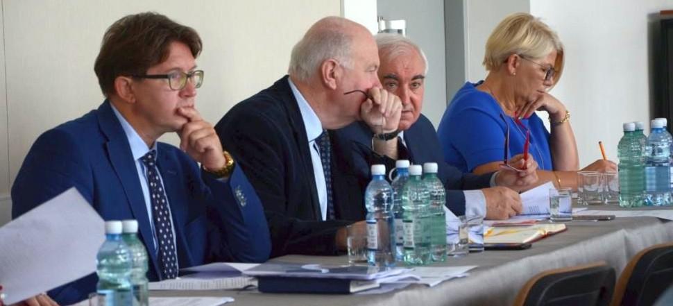 O wodzie, ściekach i podwyżkach dla dyrektorów w oświacie podczas posiedzenia komisji (VIDEO, FOTO)