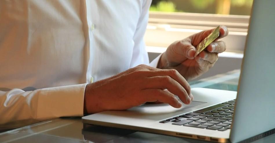 PODKARPACIE. Policja apeluje o ostrożność przy zakupach internetowych!
