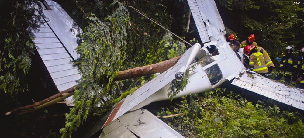 Wypadek awionetki w powiecie leskim. Trzy osoby ranne (ZDJĘCIE)