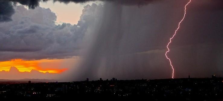 PODKARPACIE. UWAGA! IMGW ostrzega przed burzami z gradem!