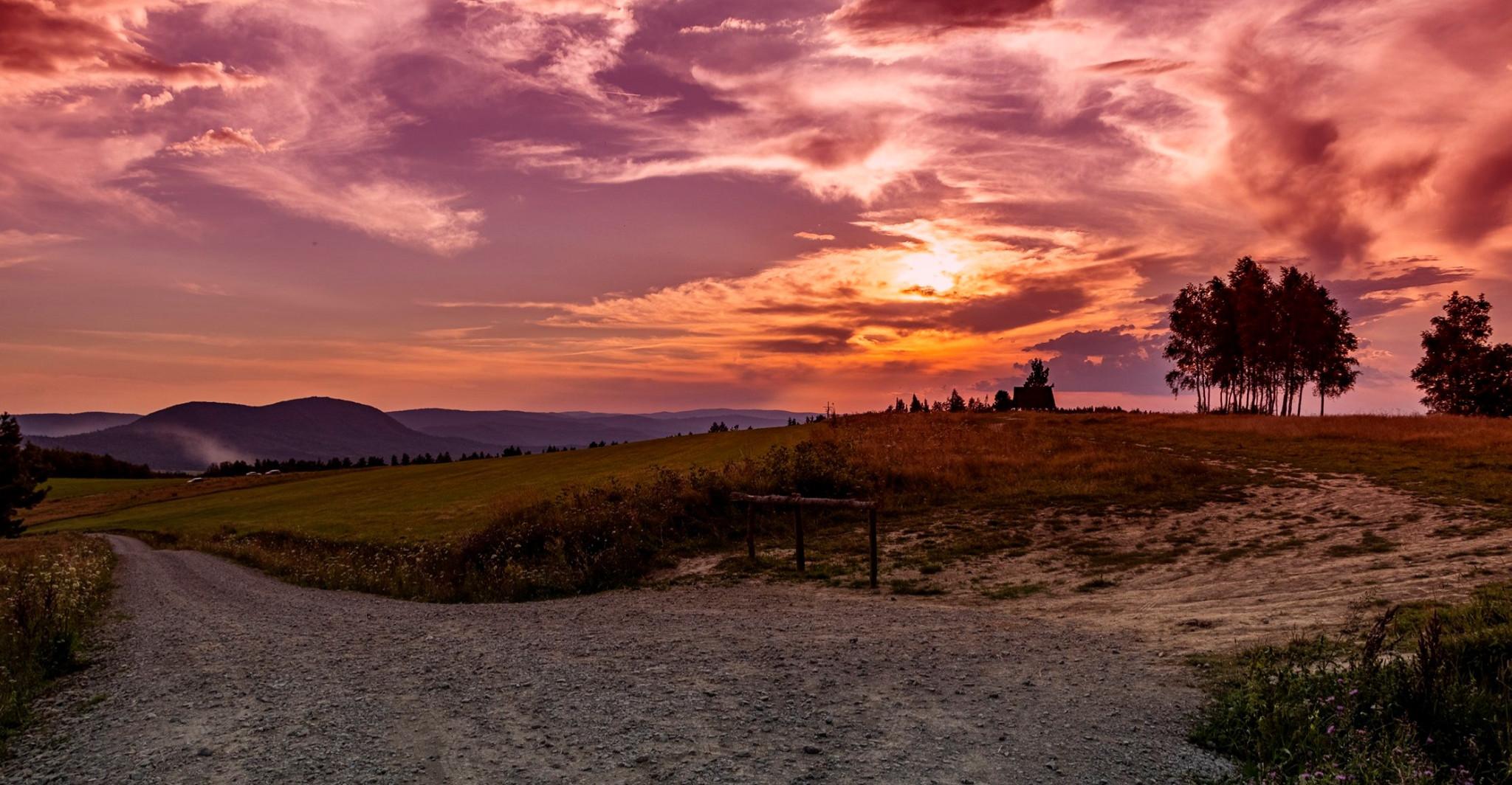 Piękny zachód słońca! Krwistoczerwone niebo (ZDJĘCIA)
