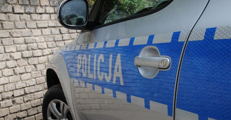 REGION: Wybili szybę w samochodzie, by ratować małe dziecko