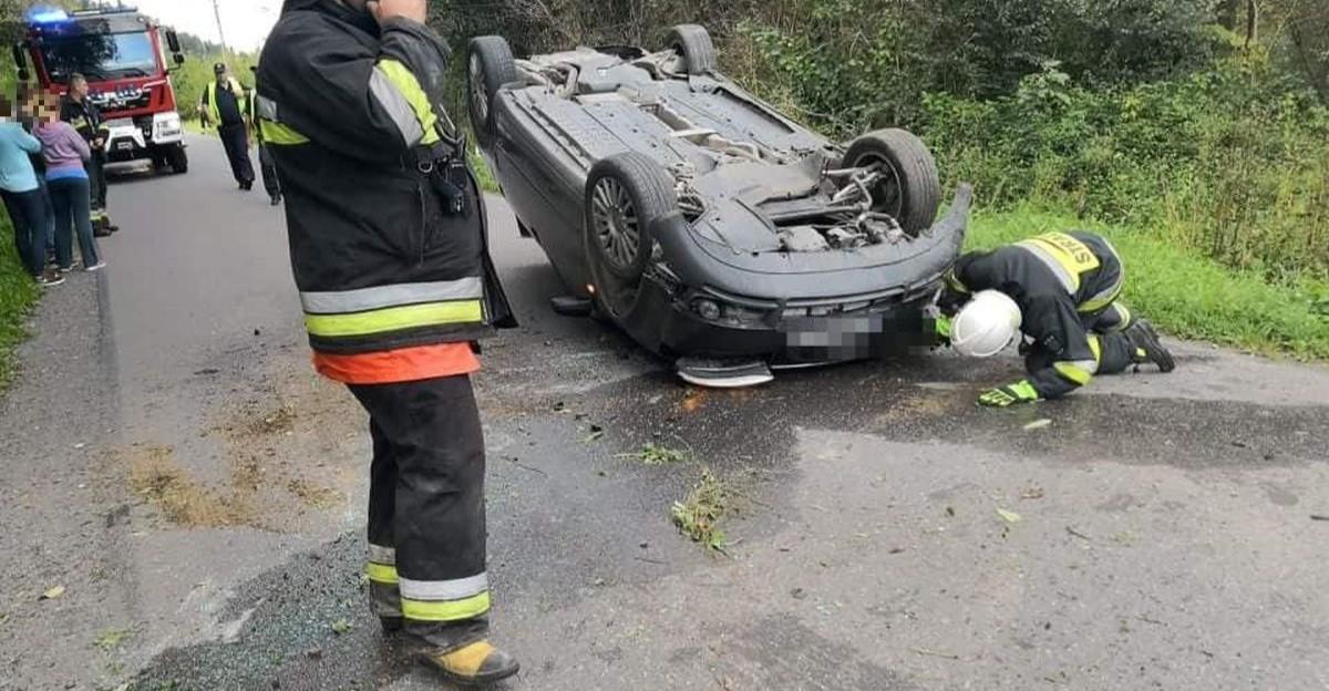 Stracił panowanie nad audi i wywrócił pojazd na dach (FOTO)
