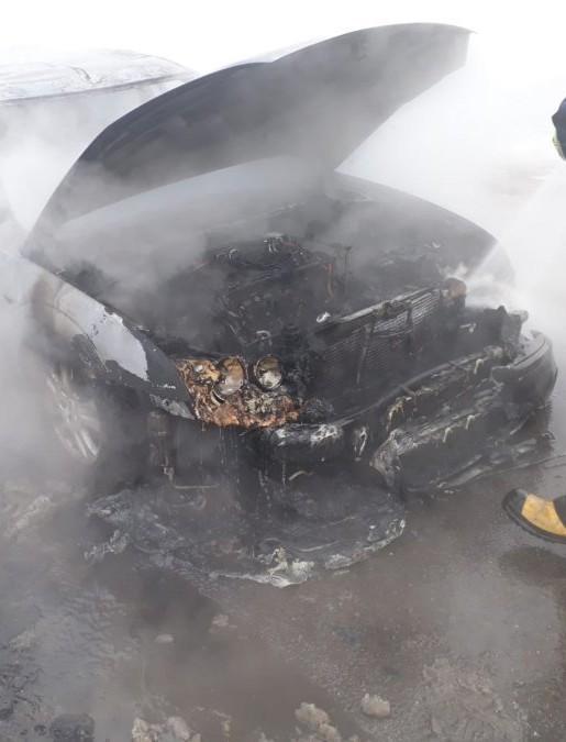 Ford zapalił się podczas jazdy (FOTO)