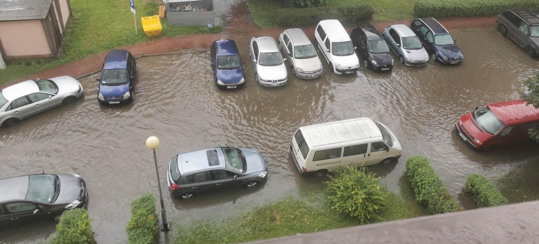SANOK: Samochody w wodzie! Zalana piwnica (FILM, ZDJĘCIA)