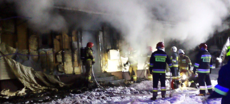 Pożar domu w Grabownicy! Strażacy walczyli z ogniem w 10-stopniowym mrozie (ZDJĘCIA)