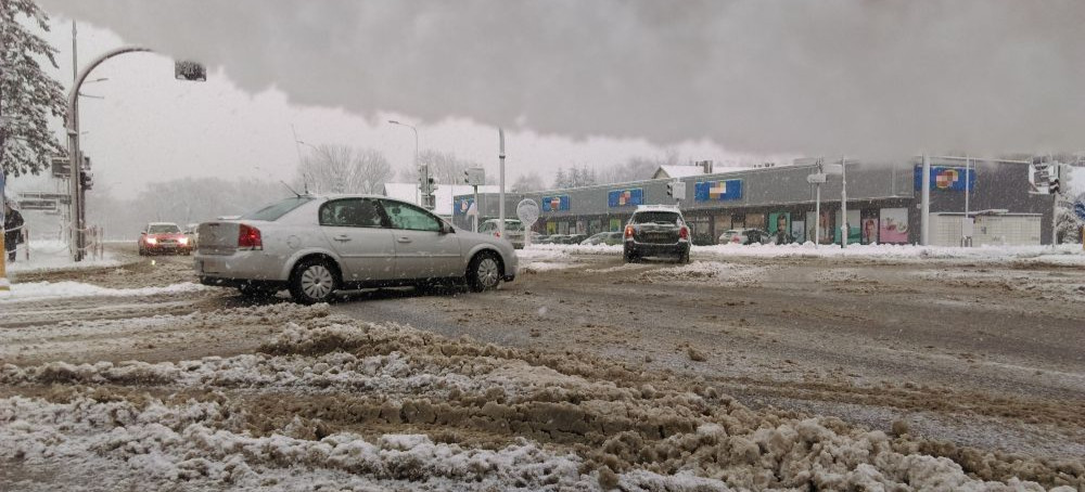 Intensywne opady śniegu. Breja na ulicach i chodnikach! (VIDEO, FOTO)