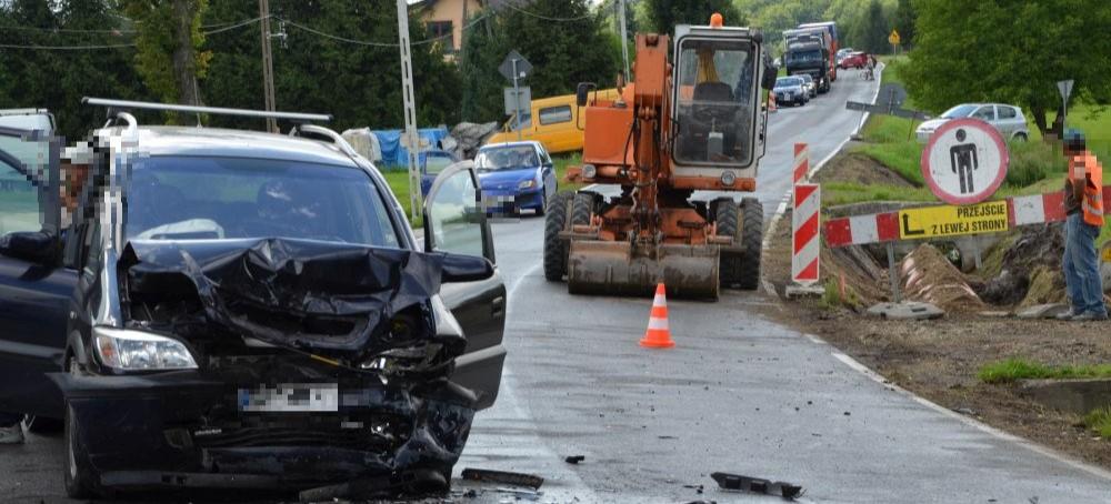 Wypadek w Humniskach, są ranni, droga nieprzejezdna (FOTO)