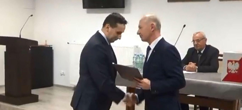Burmistrz Stapiński zaprzysiężony. Boroń przewodniczącym rady (VIDEO)