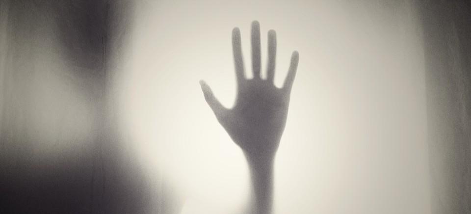 Pięciu mężczyzn z zarzutami obcowania płciowego z małoletnią