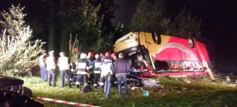Tragiczny wypadek autokaru w Leszczawie, trzy osoby nie żyją (ZDJĘCIA)