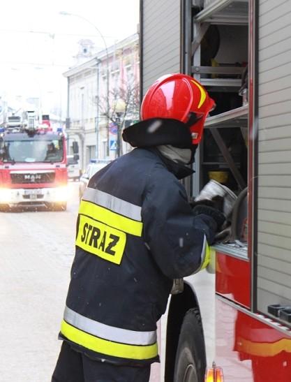 RZESZÓW: Alarm w kampusie głównym Politechniki Rzeszowskiej. Ewakuowano blisko 1000 osób!