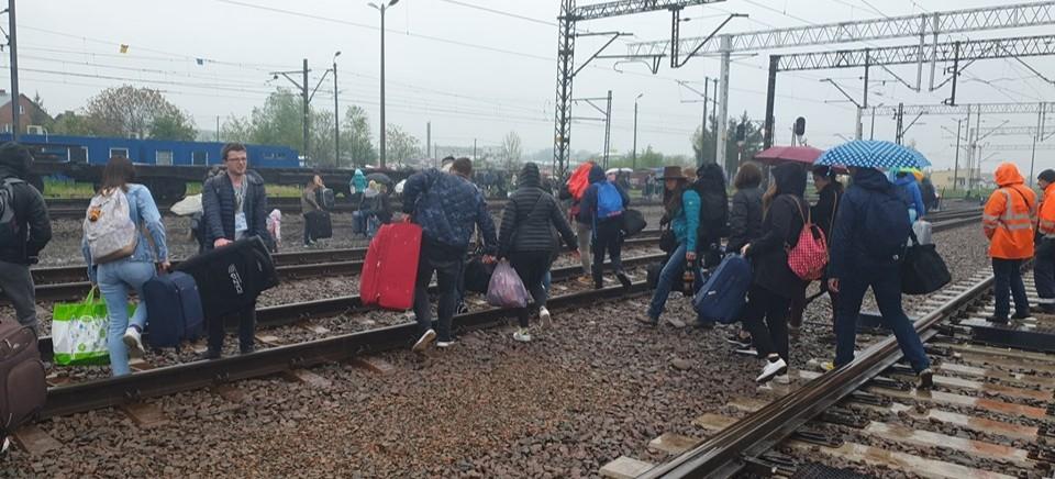 Ewakuacja pociągu Przemyśl-Kijów. W podejrzanej walizce były… Zabawki (FOTO, WIDEO)