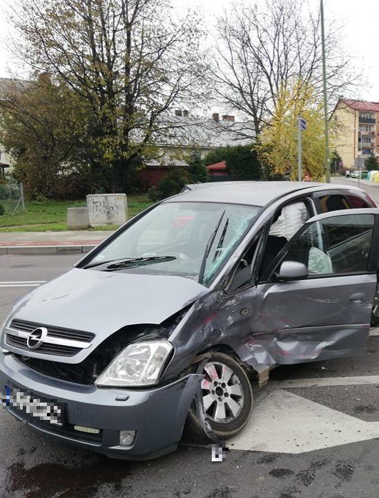 SANOK: Poważne zderzenie ciężarówki z osobowym na Lwowskiej! Droga zablokowana! (FOTO)