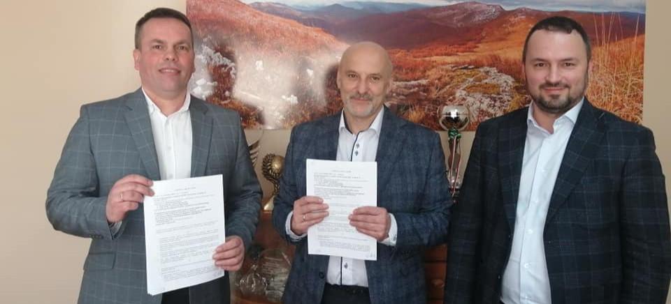 Powiat bieszczadzki dopiął swego i podpisał umowę z PKS Jarosław (ZDJĘCIA)