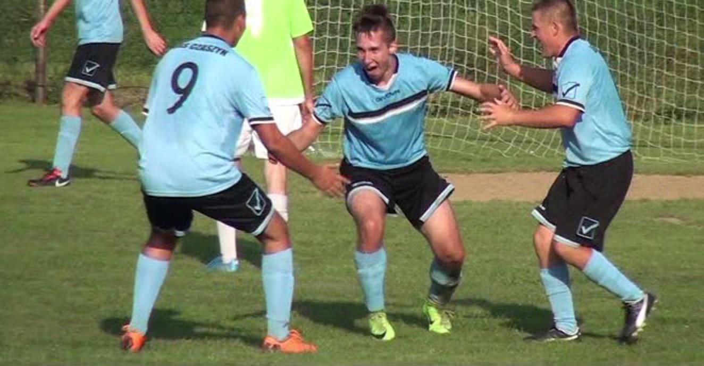 ŁUKOWE: Piłkarskie derby w gminie Zagórz. Czaszyn w końcówce wyrwał zwycięstwo (VIDEO)