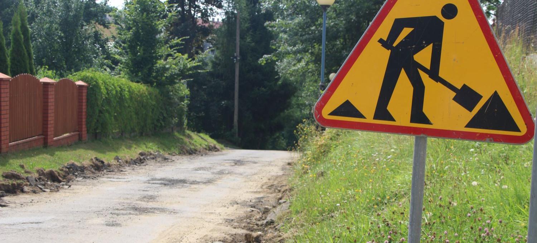 BRZOZÓW. 2 mln złotych na lepsze drogi w mieście. Rozpoczęły się kolejne remonty (VIDEO, ZDJĘCIA)