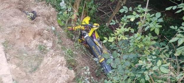 Motocyklista wjechał w zarośla. 25-latek nie przeżył. NOWE INFORMACJE (FOTO)