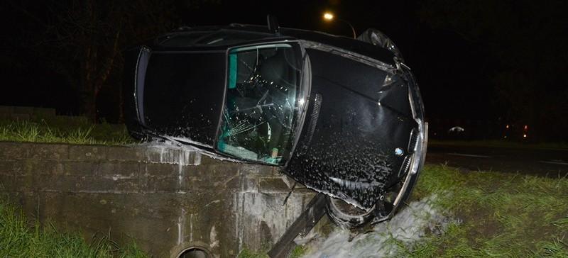 Stracił panowanie nad BMW, uderzył w betonowy przepust (FOTO)