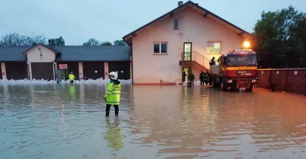 Zalane drogi, domy i pola. Skutki gwałtownych opadów (ZDJĘCIA)