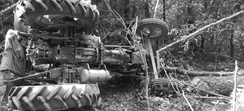 GMINA SOLINA. Tragedia w lesie. Nie żyje 52-latek przygnieciony przez traktor
