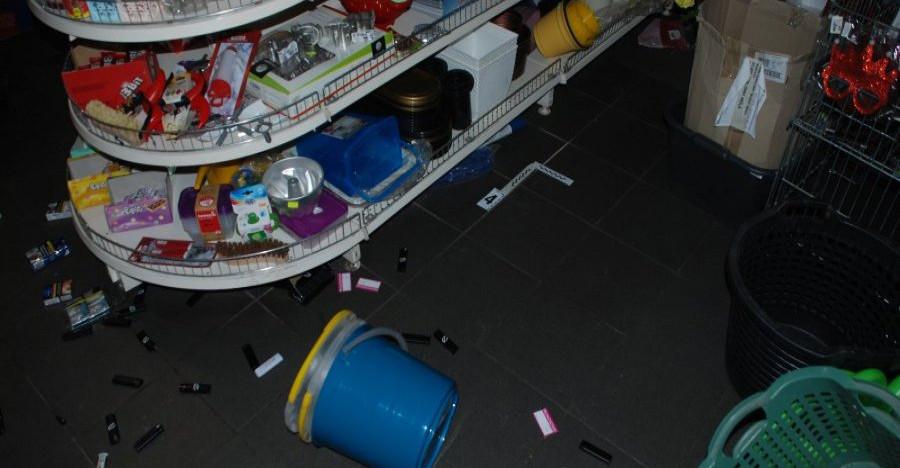 Włamywacz zamknięty w sklepie. Sprawcą nietrzeźwy 15-latek