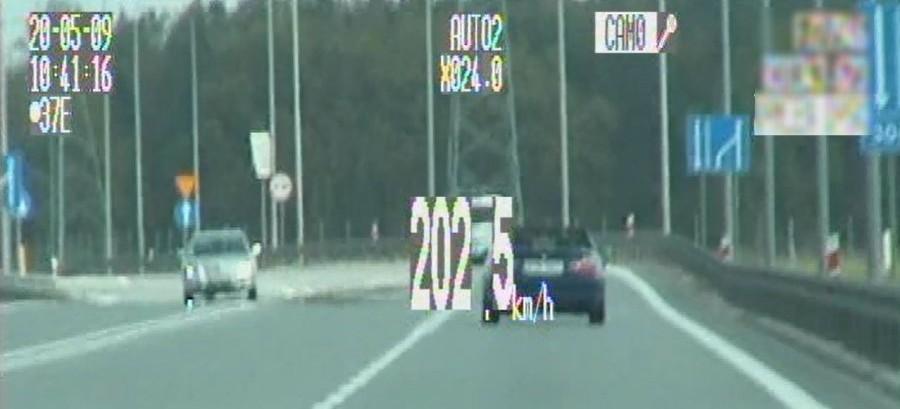 Pomylił drogę z torem wyścigowym. 202 km/h na liczniku!