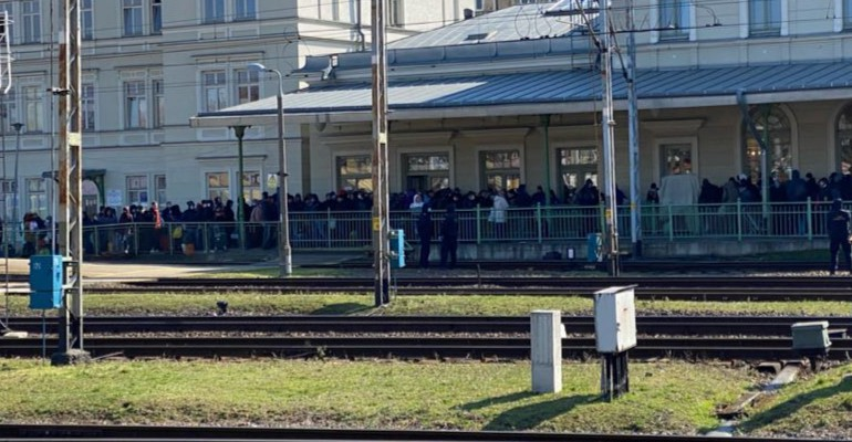 Ukraińcy wracają do ojczyzny. Dworzec w Przemyślu sparaliżowany! (ZDJĘCIA)