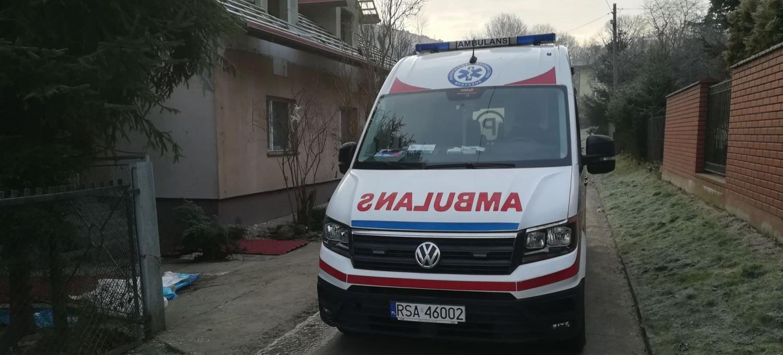 LESKO: Zapalił się olej wlewany do pieca. Poparzony mężczyzna trafił do szpitala (ZDJĘCIA)