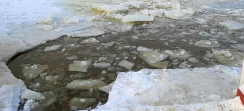 PODKARPACIE. Pod chłopcami załamał się lód. Nie żyje 13-latek!