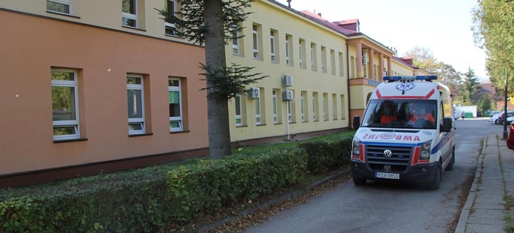SANOK: Pacjent chciał uciec ze szpitala. Wypadł z okna. Nie żyje