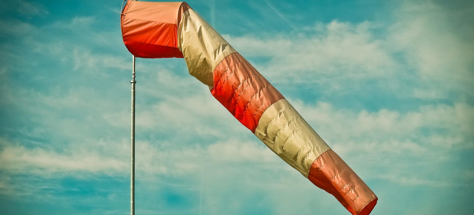 UWAGA! Ostrzeżenie przed silnym wiatrem