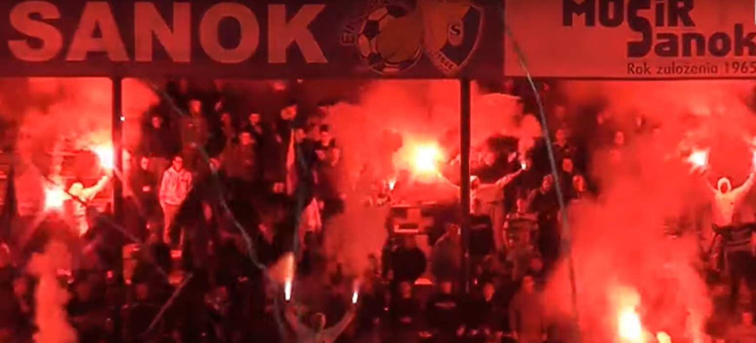 Zachowanie kibiców podczas meczu Stal Sanok – JKS Jarosław (zobacz VIDEO)