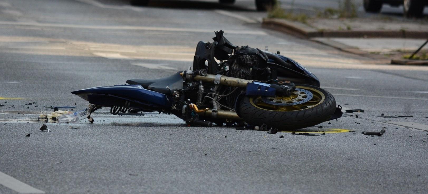 Śmiertelny wypadek. Motocyklista zderzył się z kombajnem