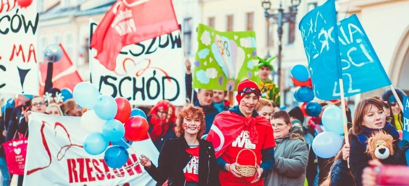 Marsz Szlachetnej Paczki w Rzeszowie. Pomoc ma moc – wybierz rodzinę, którą chcesz wesprzeć