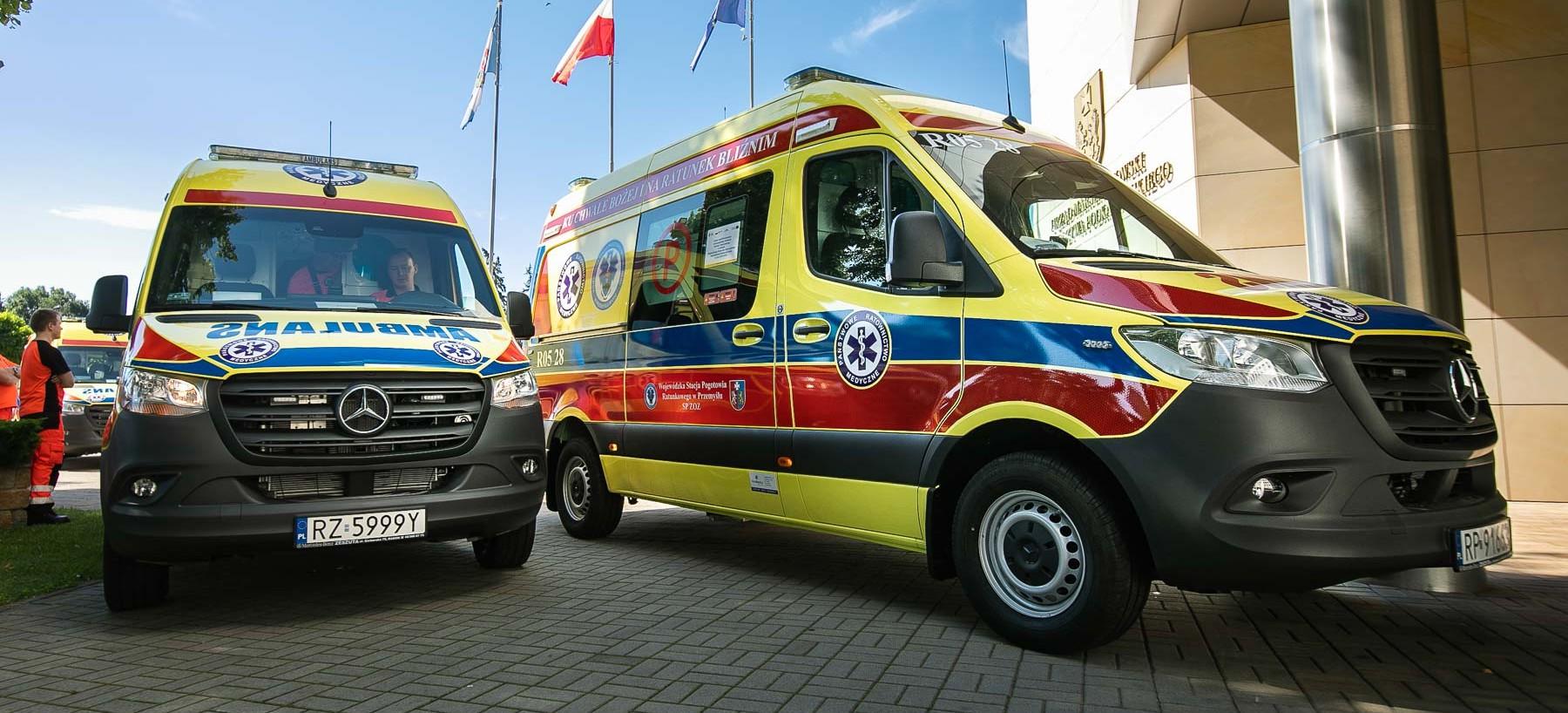 Dwie nowe karetki dla Bieszczadzkiego Pogotowia Ratunkowego! (FOTO)