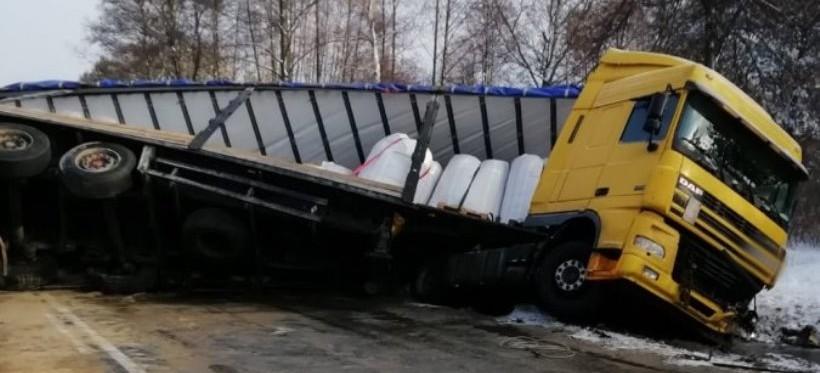 Tragiczny wypadek na DK-19. Nie żyją dwie osoby. Dwoje dzieci zostało rannych