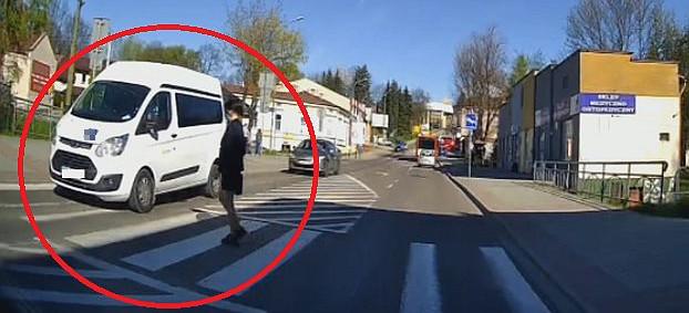 SANOK. Kolejne nagranie z samochodowej kamerki. Zachowajmy koncentrację! (VIDEO)