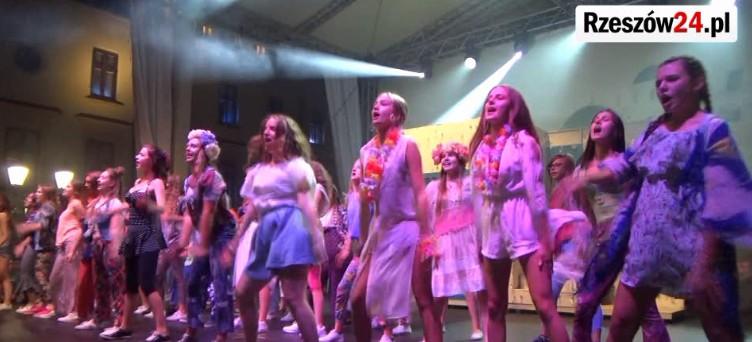 """Musical """"Mamma Mia"""" na Rynku w Rzeszowie (FILM)"""