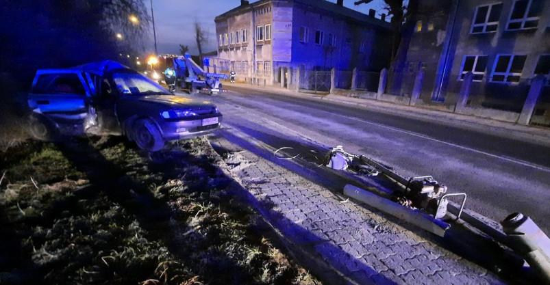 PODKARPACIE: Uderzył w przydrożną latarnię. Był pijany (ZDJĘCIA)