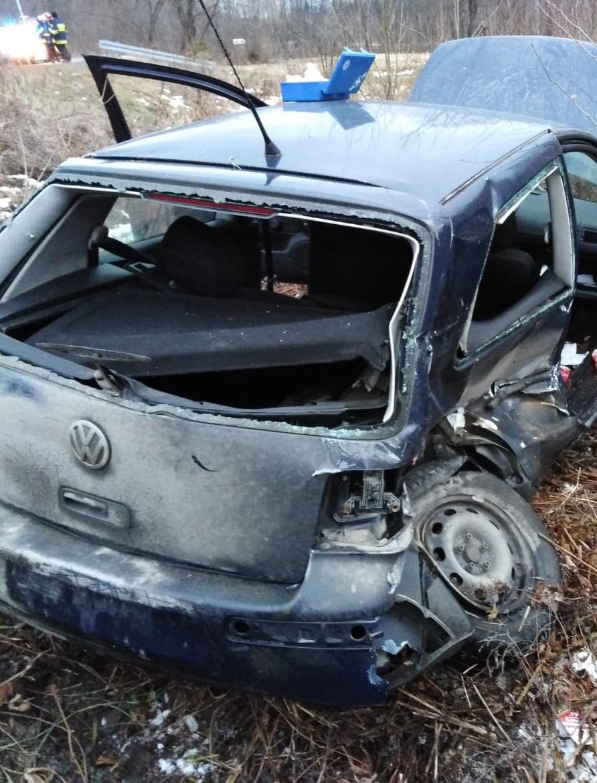 Zderzenie dwóch samochodów. Do ciężko rannej osoby wezwano śmigłowiec LPR (FOTO)