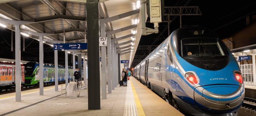 Z wyremontowanej stacji Rzeszów Główny odjechało już 5000 pociągów! (ZDJĘCIA)