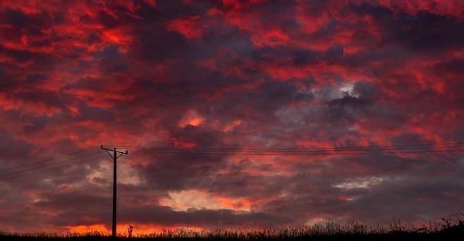 BIESZCZADY: Krwawe niebo o wschodzie. Będzie zmiana pogody? (FOTO)