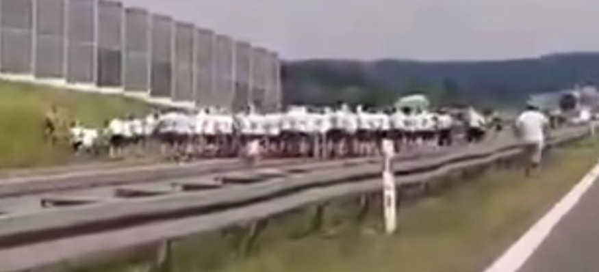 Ustawka pseudokibiców na autostradzie pomiędzy Rzeszowem a Krakowem (VIDEO)