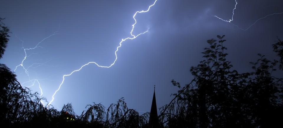 UWAGA! Nadchodzą burze z gradem