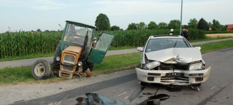 Pijany traktorzysta spowodował wypadek. Miał ponad trzy promile! (ZDJĘCIA)