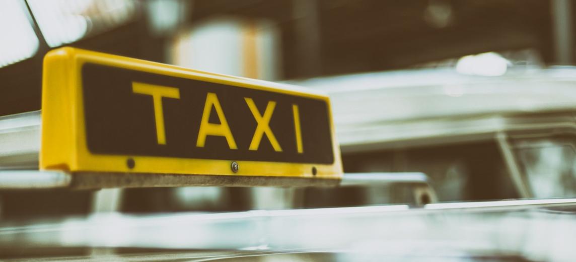 Pobili taksówkarza, bo ten nie chciał przewieźć psa